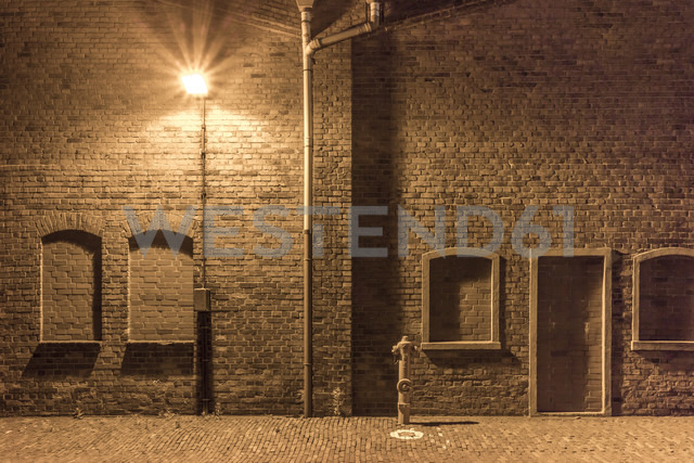 Germany, Bremen, A hydrant and a street lamp in an abandoned industrial district - NKF000159