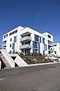 Germany, Hesse, Frankfurt Riedberg, view to modern multi-family house - JWAF000124