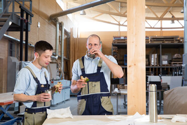 Craftsman in workshop having breakfast break - FKCF000028