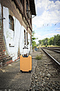 Germany, Bavaria, Yellow suitcase on the railway station in Coburg - VTF000339