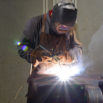 Welder working in a factory - LYF000125