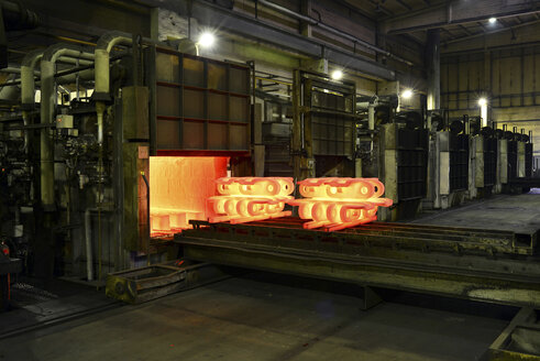 Cast iron in annealing oven in a foundry - LYF000132