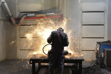 Welder working in a factory - LYF000144
