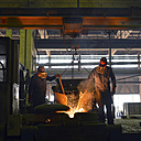 Germany, Saxony, workers producing a cast piece in a foundry - LY000147