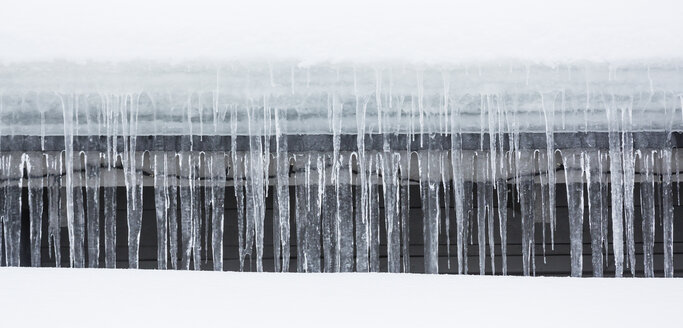 Scandinavia, Finland, Rovaniemi, Icicles on the roof - SRF000608