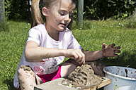 Little girl playing with sand in the garden - YFF000200
