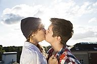 Teenage couple kissing outdoors - FKF000585