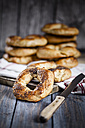 Home-baked bagels and knife on wood - SBDF000967