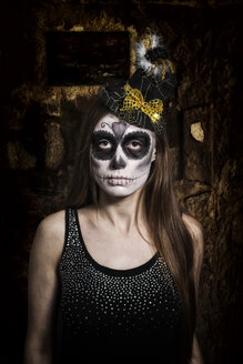 Portrait of woman with skull make-up, studio-shot - STB000188