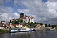 Germany, Saxony, Meissen, Albrechtsburg castle and cathedral in background - EL001153