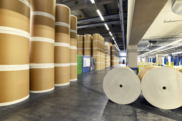 Storage of paper rolls in a printing shop - SCH000360