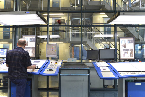 Central control of the printing press in a printing shop - SCH000370