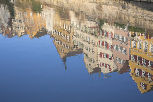 Germany, Baden-Wuerttemberg, Tuebingen, Neckar river, Row of houses, Water reflection - LVF001568