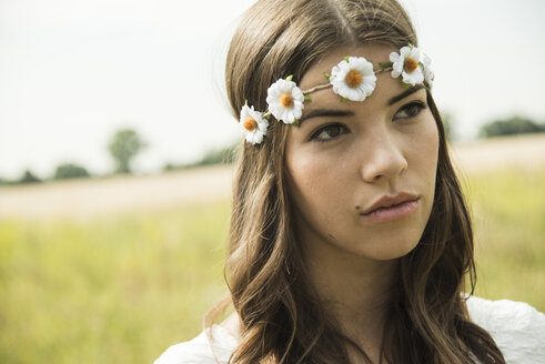Portrait of young woman wearing floral wreath - UUF001248