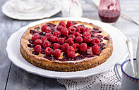 Cheesecake with fresh raspberries and raspberry syrup - ODF000784