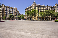 Spain, Barcelona, street in district Eixample - THAF000500