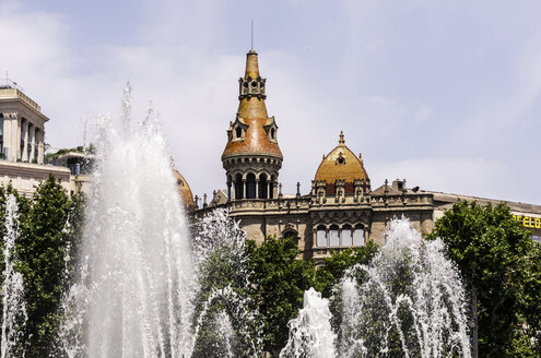 Spain, Barcelona, Eixample, view from Placa Catalunya to fountain - THAF000535