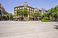 Spain, Barcelona, street in district Eixample - THAF000545
