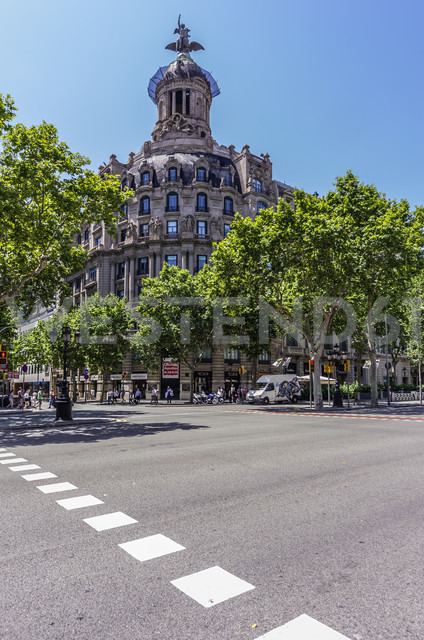 Spain, Barcelona, street in district Eixample - THAF000562