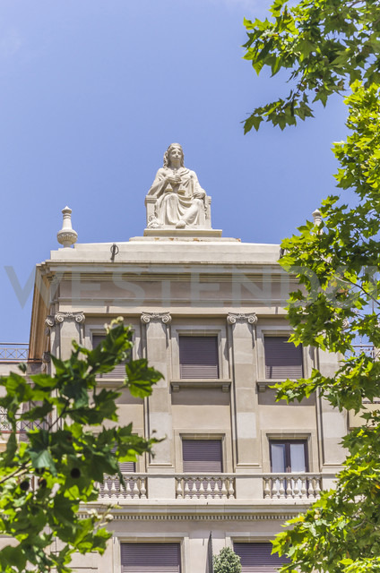 Spain, Barcelona, Eixample, house with sculpture on roof - THAF000551