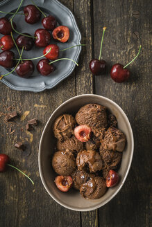Chocolate cherry icecream with sweet cherries - ECF000693