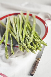 Green asparagus on plate - SBDF001002