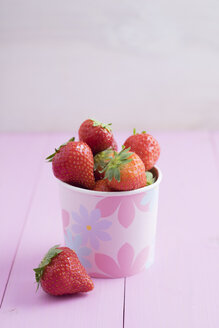Strawberries in a paper cup - ECF000728
