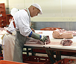 Processing of pig carcasses in a slaughterhouse - LYF000196