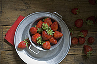 Fresh strawberries in a bowl - ASF005448