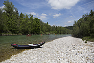 Germany, Bavaria, rafting boat lying on rocky beach at waterside of Isar River - TK000365