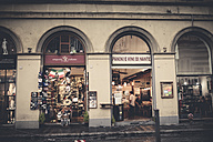 Italy, Tuscany, Florence, building with gift shop and wine bar - SBD001022