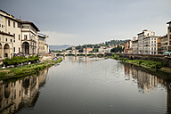 Italy, Tuscany, Florence, view to Arno River with Ponte Vecchio - SBDF001029