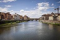 Italy, Tuscany, Florence, view to Arno River with Ponte Vecchio - SBDF001055
