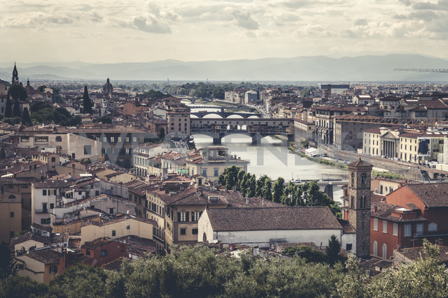 Italy, Tuscany, Florence, city view with Ponte Vecchio - SBDF001065
