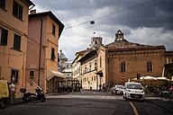 Italy, Tuscany, Pisa, street - SBDF001107