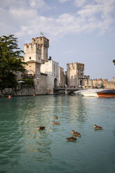Italy, Lombardy, Sirmione, harbour and city walls - SBDF001082