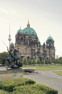 Germany, Berlin, view to Berlin Cathedral with pleasure garden in the foreground and television tower in the background - MEMF000343