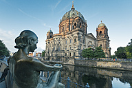 Germany, Berlin, view to Berlin Cathedral with sculpture in the foreground - MEMF000330
