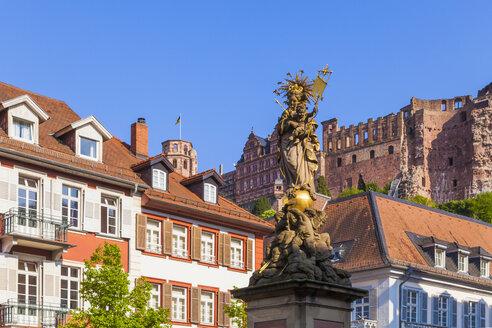 Germany, Baden-Wuerttemberg, Heidelberg, Old town, Corn Market, Marian Column, Heidelberg Castle in the background - WDF002517