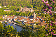 Germany, Baden-Wuerttemberg, Heidelberg, View to Old town, Old bridge, Church of the Holy Spirit and Heidelberg Castle - WDF002528