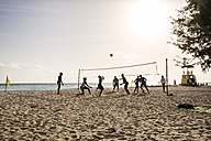 Caribbean, Antilles, Lesser Antilles, Barbados, people playing beachvolleyball - SK001580
