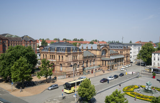 Germany, Schwerin, station square - MY000506