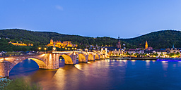 Germany, Baden-Wuerttemberg, Heidelberg, View to Old town, Old bridge, Church of the Holy Spirit and Heidelberg Castle in the evening - WDF002570