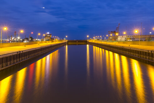 Germany, Bremerhaven, Closed lock in the evening - SJ000117