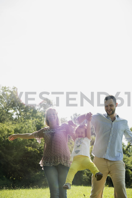 Parents and little daughter having fun on a meadow - UUF001529 - Uwe Umstätter/Westend61