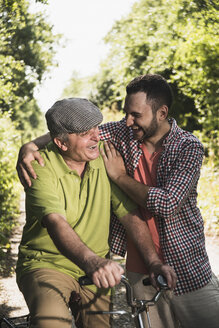 Portrait of father and son laughing together - UUF001534
