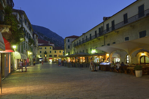 Montenegro, Crna Gora, Square in the historic oldtown of Kotor - ES001303