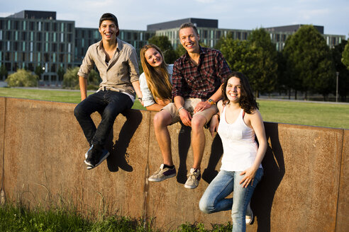 Germany, Berlin, group of four friends - FX000060