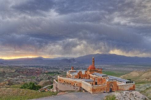Turkey, Eastern Anatolia, Anatolia, Agri province, Dogubeyazit, Ishak Pasha Palace at sunset - SIE005736