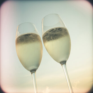 Two glasses of champagne outdoors - SHIF000006